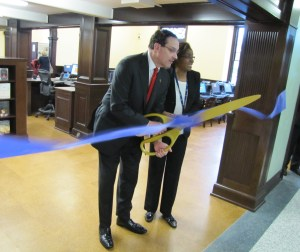 Mayor Gray Officially Reopens Northeast Library