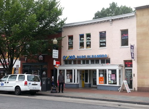 405 8th Street, SE, formerly XOXO Cleaners Slated to become &Pizza