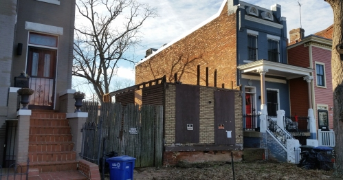 And SGA Architects began dismantling the Shotgun House in preparation for its reconstruction and development.  Photo from december 22, 2016.