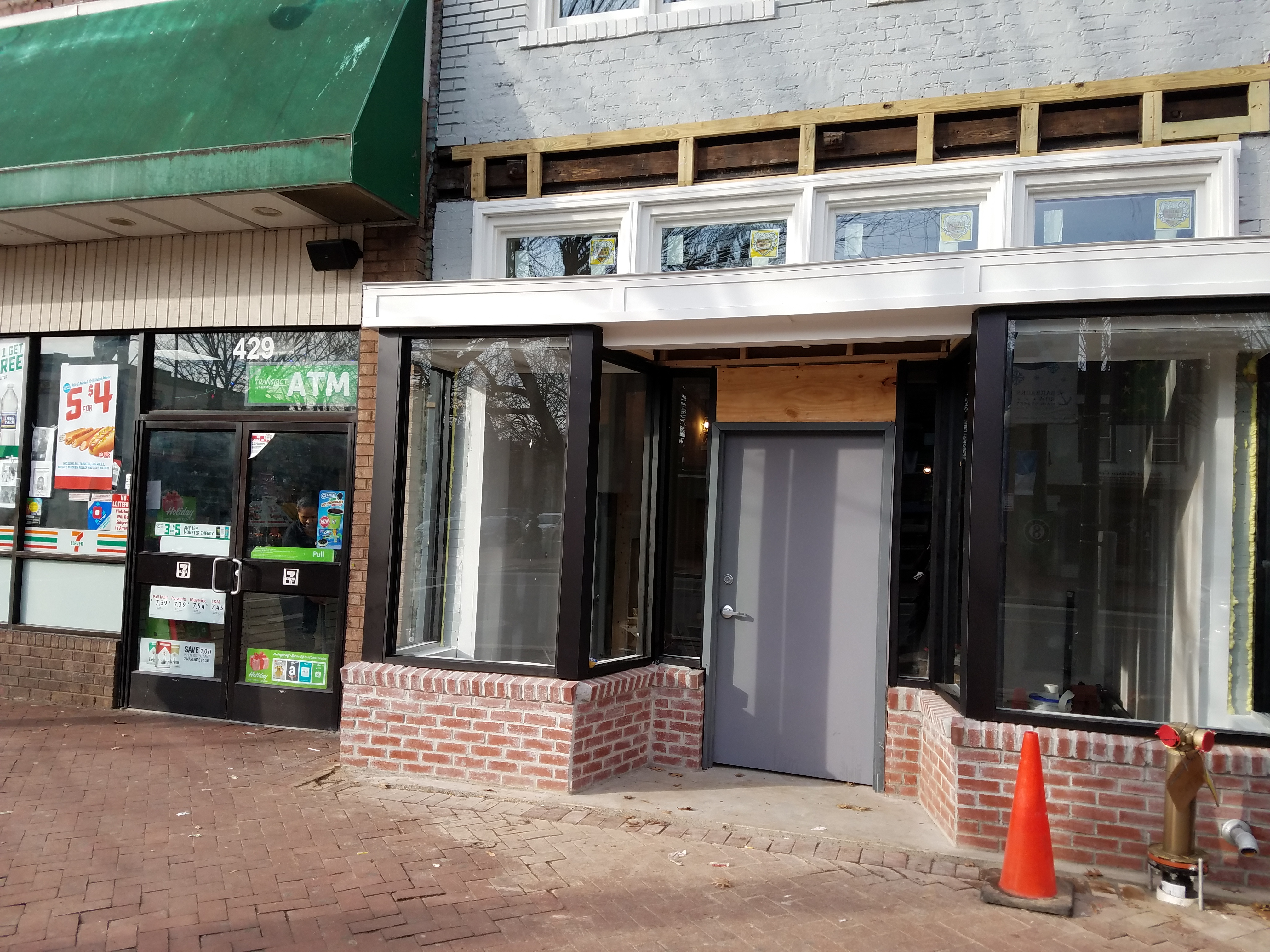 Sources Tell Capitol Hill Corner That The Former Verizon Outlet Next To Barracks Row 7 11 At 8th And E Streets Is Destined Become A Barber Shop